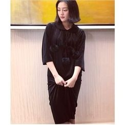 Oaksa - Elbow-Sleeve Velvet Collared Midi Dress