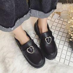 Charming Kicks - 心心饰扣粗跟乐福鞋