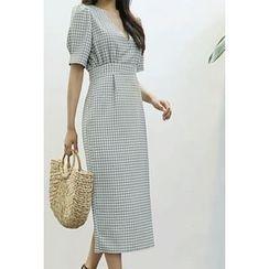 ATTYSTORY - V-Neck Check Maxi Dress