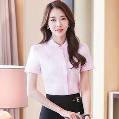 illusione - 短袖襯衫 / 飾扣帶鉛筆短裙