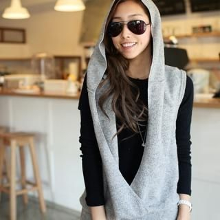 PIPPIN - Hooded Deep V-Neck Vest