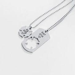 Cascarada - Set of 2: Lettering Couple Necklace