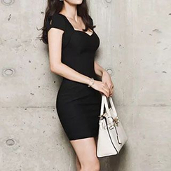 Dimanche - V-Neck Short-Sleeve Sheath Dress