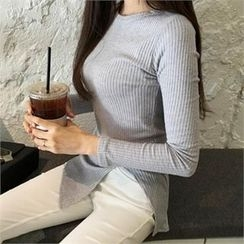 QNIGIRLS - Slit-Front Ribbed Top