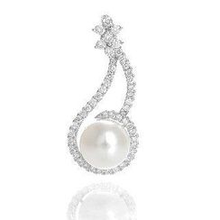 Keleo - 18K White Gold Pendant with Diamonds and Pearl