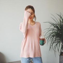 Cherryville - V-Neck Rib-Knit Sweater