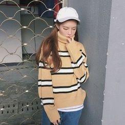 Dute - Striped Turtleneck Sweater