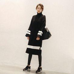 NANING9 - Turtle-Neck Contrast Knit Dress