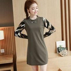 Soswift - Patterned Sleeve Shift Dress