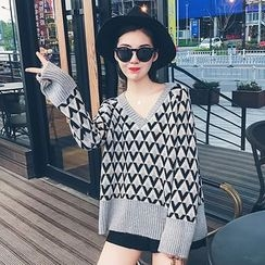 LRZ - Patterned V-neck Knit Top