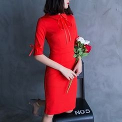 Soraka - Bow-Accent Sheath Dress