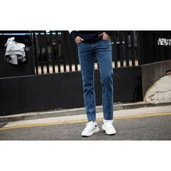 SCOU - Fray-Hem Washed Tapered Jeans