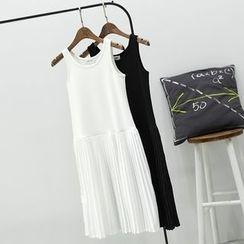 CERA - Sleeveless Pleated Midi Slip Dress