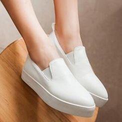 Tomma - Platform Slip-Ons
