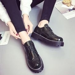 Charming Kicks - 厚底繫帶鞋