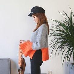 DABAGIRL - Slit-Cuff Two-Tone Sweater