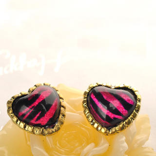 Fit-to-Kill - Zebra Print Heart Earrings