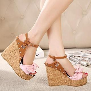 Mancienne - Bow-Accent Studded Wedge Sandals