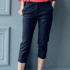 Chuvivi - Slim-Fit Capri Pants