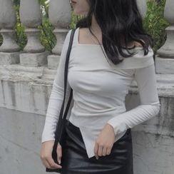 Mayflower - Off-Shoulder Long-Sleeve Asymmetric T-Shirt