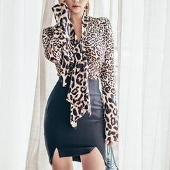 Aurora - Set: Leopard-Print Blouse + Skirt