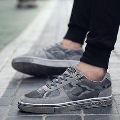 Araeo - Camouflage Sneakers