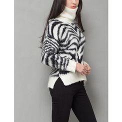 GUMZZI - Turtleneck Zebra Print Sweater