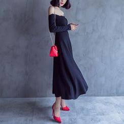 KAKAGA - Off-Shoulder Maxi Dress