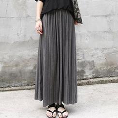 Jolly Club - Pleated Maxi Skirt