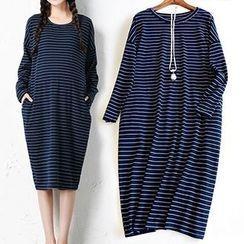 MomToBe - Maternity Pinstriped Midi Dress