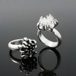 Sterlingworth - Engraved Sterling Silver Flower Ring