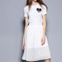 Merald - Set: Appliqué Short Sleeve T-Shirt + Eyelet A-Line Skirt