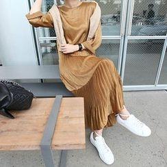 MARSHMALLOW - Pintuck-Detail Maxi Dress