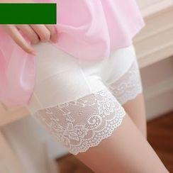 nooyi - Lace Under Shorts