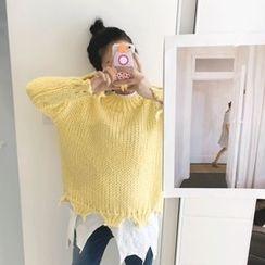 DISCOSALON - Set: Distressed Knit Sweater + Handkerchief-Hem Top