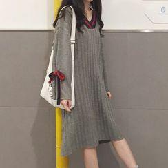 Dute - Contrast Trim V-Neck Knit Dress