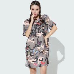 Sienne - Butterfly Print Lettering Short Sleeve T-Shirt Dress