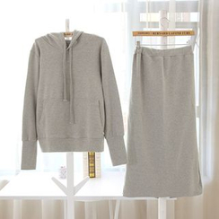Renee - 套装: 连帽衫 + 后开衩长裙