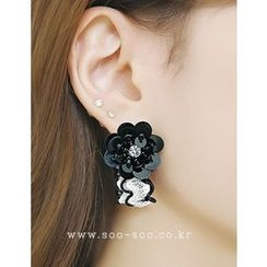 soo n soo - Flower Pendant Laced Earrings