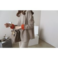 DAILY LOOK - Contrast-Trim Wool Blend Knit Top