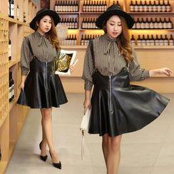 Inopine - 套装: 领结带条纹衬衫 + 仿皮吊带裙