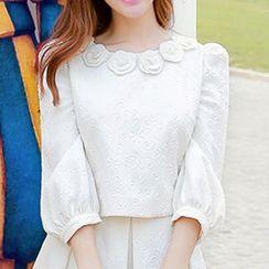 粉红大布娃娃 - 七分袖饰花压纹短款上衣