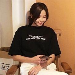 QNIGIRLS - Round-Neck Lettering T-Shirt