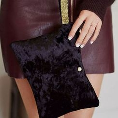 chuu - Wristlet Zipped Velvet Clutch