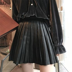 Fancy Show - Faux-Leather Pleated Skirt