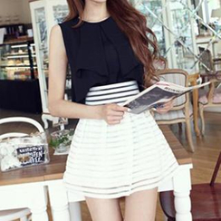 Queen Bee - Set: Sleeveless Blouse + Shadow Stripe Mini Skirt