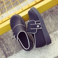 Chryse - Contrast Trim Slip-Ons