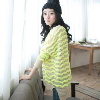 CatWorld - Wave-Pattern Slit-Side Sweater