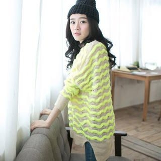 CatWorld - Wave-Pattern Slit-Side Sweater