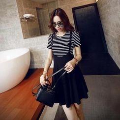 Sisi Fashion - Set: Striped Short-Sleeve Knit Top + Jumper Skirt